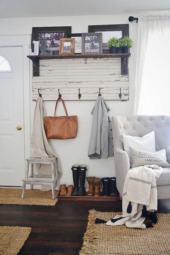 DIY Rustic Entryway Coat Rack